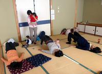12月9日 骨盤体操教室を開催しました - 子育てサークル たんぽぽの会