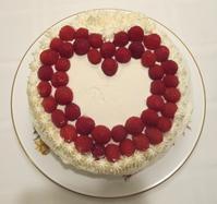 婚約のお祝いにベリー・サプライズ・ケーキ&ポットラック - やせっぽちソプラノのキッチン2