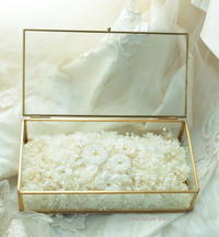 純白のリングピロー プリザーブドフラワーでガラスケースに - 一会 ウエディングの花