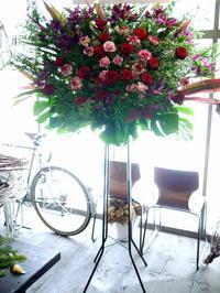 大学のジャズオーケストラの定期公演に。札幌教育文化会館にお届け。 - 札幌 花屋 meLL flowers