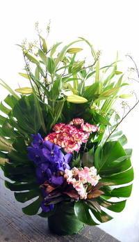 翌日の三回忌に。新琴似3条にお届け。 - 札幌 花屋 meLL flowers