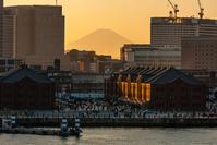 横浜、大桟橋と夕暮れと富士山 - デジカメ写真集