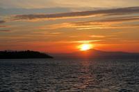 冬至の夕日を北風吹き荒れるトラジメーノ湖で - ペルージャ イタリア語・日本語教師 なおこのブログ - Fotoblog da Perugia