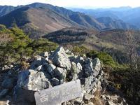 奥秩父 和名倉山(前編)七ツ石尾根から西御殿岩     Mount Wanakura in Chichibu-Tama-Kai NP - やっぱり自然が好き