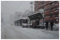 札幌の街は1966年以来50年ぶりの大雪で都市機能が麻痺しつつあるようだ - 札幌日和下駄