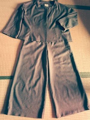 去年作ったスーツとあいさつ - HOMA ホームからうまれるまとうもの