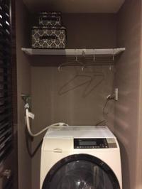 洗濯機周りの収納はつっぱり棚を賢く利用 - Beautifully Organize