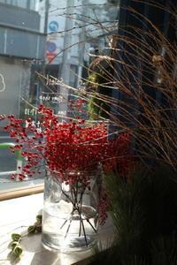 お正月の準備中! - 北赤羽花屋ソレイユの日々の花