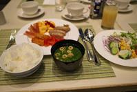 ホテルの朝食 - Change The World