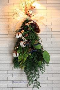 クリスマスの壁飾り - バラと遊ぶ庭