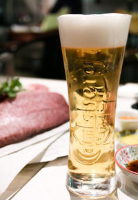 【サントリーグルメガイド公式】 神田 「神田 まる牛 second」 豪快な塊肉ステーキとラクレットチーズ。 - IkukoDays