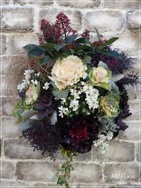 美しい葉牡丹たちとスキミアのハンギング - Garden Diary