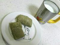 よもぎ餅と牛乳 - NATURALLY