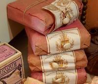 パリの蚤の市から*小さなピンクの箱とボタンの包み - BLEU CURACAO FRANCE