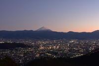 甲府の宝石箱と富士山 - 風とこだま