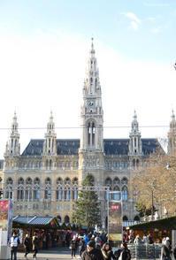 ウィーン市庁舎前でアイススケート! - Tortelicious Cake Salon
