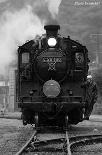 モノクロの世界のポニー。 - 山陽路を往く列車たち