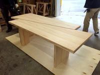 年末年始の休業のおしらせとカブラキメイドのテーブル - 鏑木木材株式会社 ブログ