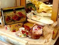 パリの蚤の市から*お花模様の歯ブラシケースやキャンドルスタンド - BLEU CURACAO FRANCE