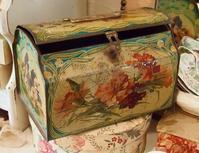 パリの蚤の市から*お花模様のティン缶とお花の詰め合わせ - BLEU CURACAO FRANCE