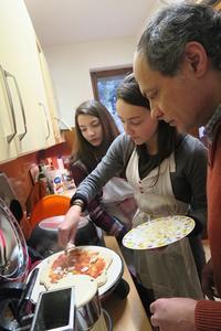 ピザ・トンボラおいしく楽しい新年会、トーディ - ペルージャ イタリア語・日本語教師 なおこのブログ - Fotoblog da Perugia