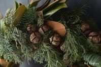 泰山木とサイプレスのリース - Rieko Ando  RA fleuriste blog