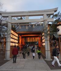 西宮神社の福男 - 舞ときらりと琴