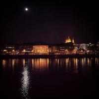ブダペストの月 - Dum panenky