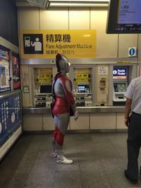 駅に現れたウルトラマン - 魚籃坂