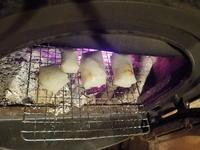 ストーブで餅焼き - 冬青窯八ヶ岳便り