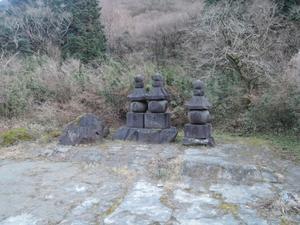 五輪塔(俗曽我兄弟・虎御前の墓) - そこに城があるから