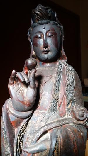 観音菩薩像と、手を合わせ祈る姿が仏なり - 平和憲法を世界へ未来へ