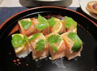スモークサーモンの押し寿司&干し柿の箸休め - やせっぽちソプラノのキッチン2