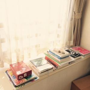 本棚化する出窓・・・ - ひぐま家の生活