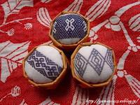 籠を編み上げ針山完成 - ロシアから白樺細工