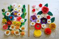 著作本「フェルトで作る花モチーフ92」で作った春のお花達~水仙・椿・アネモネなど~ - ビーズ・フェルト刺繍作家PieniSieniのブログ