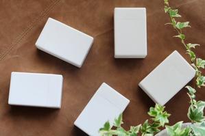 シンプルで小さな真っ白ケース、我が家流の使い方♪ - WITH LATTICE
