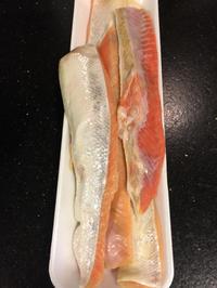 築地でお買い物の 鮭ハラスで サラダ海苔巻き - Coucou a table!      クク アターブル!