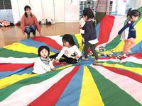 1月17日 親子リトミック例会開催しました - 子育てサークル たんぽぽの会