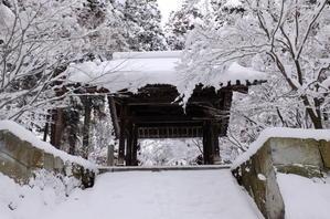 雪の日に - 善光寺門前・東之門町から。