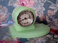 ウラン・ガラスの置き時計 -  Der Liebling ~蚤の市フリークの雑貨手帖2冊目~
