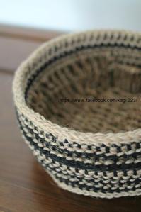 編みカバー雑貨をリメイク - 山麓風景と編み物