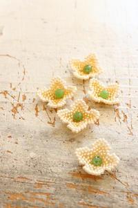 ビーズステッチのお花~白い紫陽花~ - ビーズ・フェルト刺繍作家PieniSieniのブログ