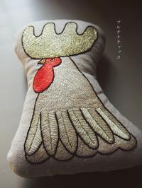 刺繍クッション*きらきらデカ鶏冠の雄鶏 - マルチナチャッコ