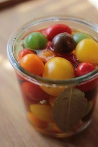 色とりどりなトマトのピクルス - Happy Days