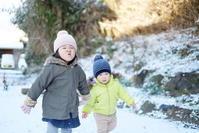 雪の中の散歩 - 家族の風景