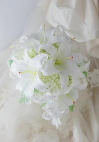 カサブランカのブーケ、プリザーブドフラワーで 純白のユリ - 一会 ウエディングの花