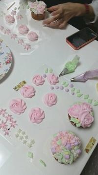 ウィルトン体験クラス☆受講の皆様のカップケーキ - ウィルトンクラス池袋 シュガーバフ