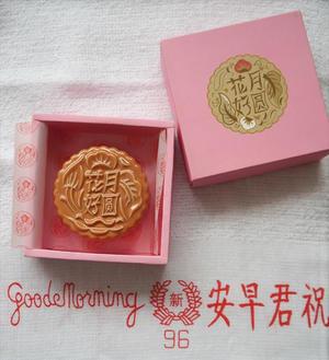 シンガポール、月餅の形の文鎮とうまうまホワイトコーヒー(^O^) - おみやげMYラブ ~ブログ版~