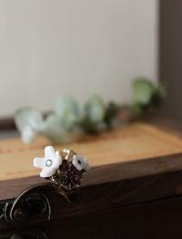 ハスケルのミルクガラスのお花 愛らしいリング  - Tammy Daisy ヴィンテージビーズに恋して   ハンドメイド・アクセサリー